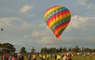 hot-air-balloon-586688_640.jpg
